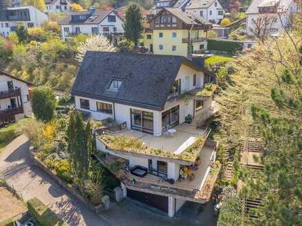 Imposantes Zweifamilienhaus mit vielen Optionen