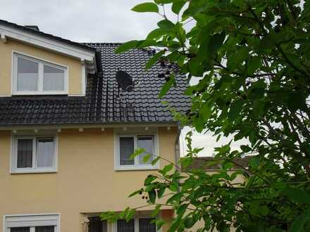 Gepflegte Doppelhaushälfte mit fünf Zimmern EBK-Garage und Garten in Mainz Weisenau