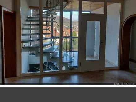 Großzügige Wohnung im 1. OG mit Terrasse + Gartenanteil ab sofort zu vermieten