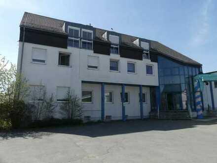 Gepflegtes Büro- u. Verwaltungsgebäude mit Produktions- u. Lagerhalle in Helmbrechts