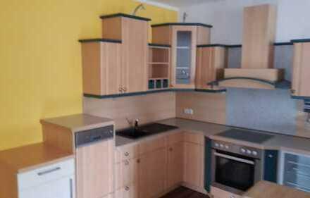 Neuwertige 2-Zimmer-Wohnung mit Einbauküche in Ernstthal