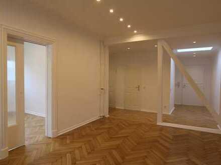 Erstbezug nach Sanierung mit Balkon: exklusive 3-Zimmer- DG-Altbauwohnung in Düsseldorf Oberkassel