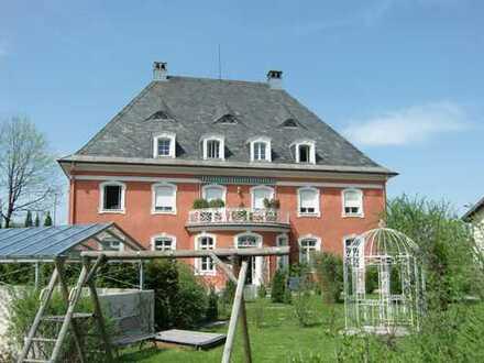 Wunderschöne Altbau-3-Zimmer-Wohnung mit großem Balkon in denkmalgeschützter Villa