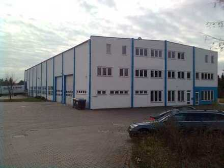 Produktionshalle mit Werksgelände