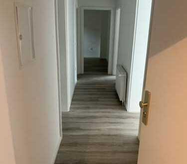 Renovierte Wohnung - 2 Zimmer, Küche, Flur, Bad und Kellerraum