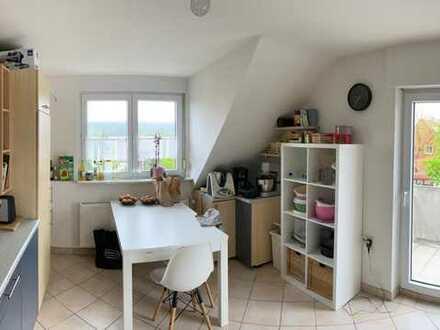 Gepflegte 3-Raum-DG-Wohnung mit Balkon und Einbauküche in Schwabach