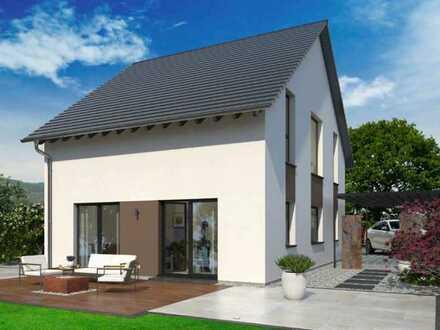 Modernes Raumkonzept unter klassischem Satteldach. Inklusive Hauskraftwerk, Garage und Sitzfenster.