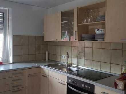 Freundliche 2,5-Zimmer-Wohnung mit Balkon und Einbauküche in Mainbach