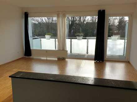 Sehr helle, schöne 4 Zimmer Wohnung mit Balkon im Kanzlerfeld