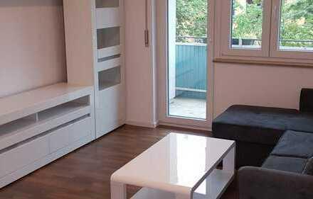 Exklusive, vollständig renovierte 2-Zimmer-Wohnung mit Balkon und Einbauküche in Stuttgart