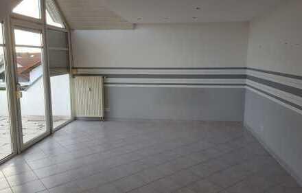 Schöne helle 2,5-Zimmer-DG-Wohnung mit Balkon und EBK in Laupheim