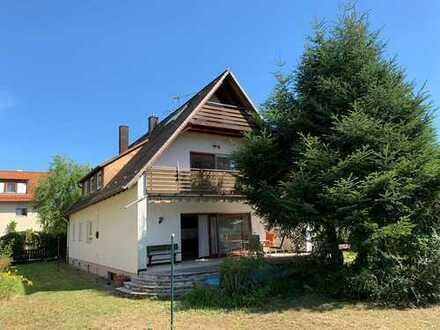 Einfamilienhaus mit viel Potential und großem Grundstück in Alterlangen