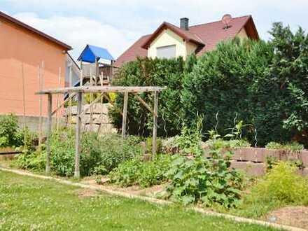Ebenes Baugrundstück für eine Doppelhaushälfte...