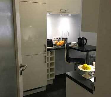 Direkt am Bürgerpark: Stilvolle, geräumige & modernisierte 3-Zimmer-Wohnung mit Balkon & Einbauküche