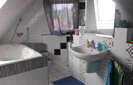 Großes WG Zimmer mit eigenem Bad