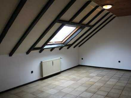 *Schnucklige Dachgeschosswohnung mit besonderem Charm*