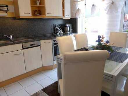 SOFORT - freie 2 Zimmer 6 7 qm für 2 1 5. 0 0 0,- EUR mit großen BALKON zum Innenhof in GOSTENHOF