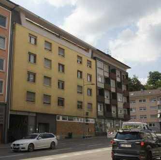 Schöne neu renovierte Penthousewohnung in Zentraler Lage