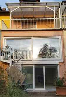 Reihenhaus mit 4 Zimmer, 2 Bädern + Homeoffice in Ffm Kalbach