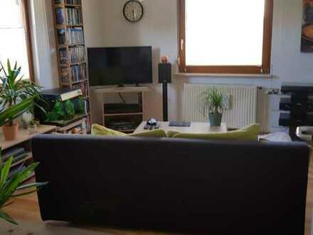 Preiswerte, modernisierte 2-Zimmer-Wohnung mit Balkon und Einbauküche in Straubenhardt