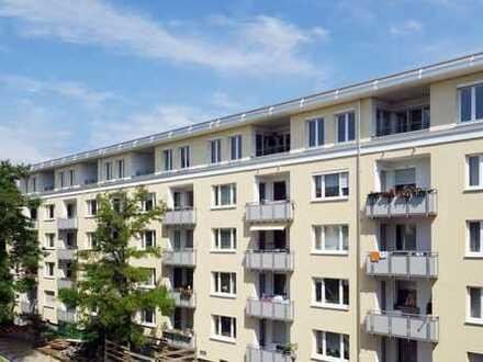 Erstbezug nach Dachausbau: Lichterfüllte moderne 3-Zimmer-Wohnung mit Südost-Balkon