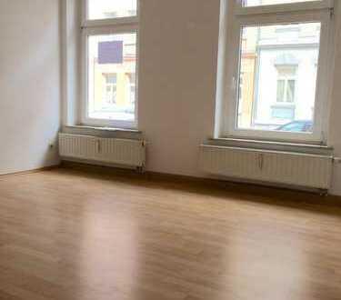 +++ Die Wohnung ist ein Volltreffer! Erdgeschoss mit Laminat, Abstellraum und Eckbadewanne +++