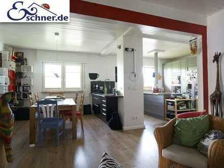 Individuell und variabel: Einzigartiges Zweifamilienhaus mit ELW in Nauheim