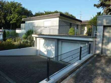 Gemütliche Wohnung, 4 ZKB mit EBK, Balkon u. großer Dachterrasse