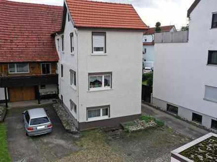 Äußerst lukratives Wohnhaus mit großer Scheune im Zentrum von Riederich