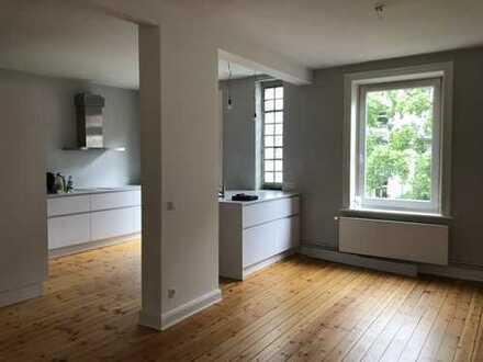 Lange Reihe: 6-Zi.-Wohnung mit 3 Balkonen und Einbauküche in ruhiger Hoflage