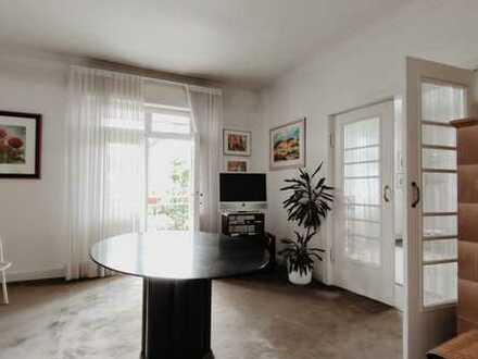 Schöne 4-Zimmer-Altbauwohnung mit Balkon renoviert in der Weststadt