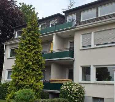 Erstbezug nach Sanierung mit Balkon: ansprechende 2-Zimmer-Dachgeschosswohnung in Bergisch Gladbach