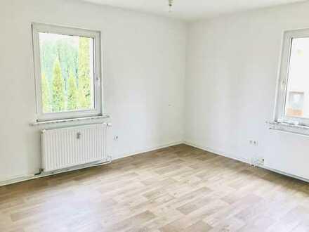 IN RENOVIERUNG: Tolle 3-Zimmer Wohnung mit ebenerdiger Dusche und Altbaucharme!