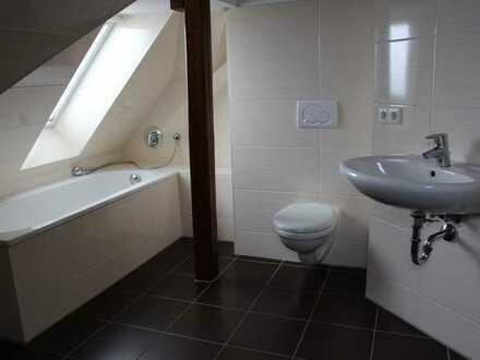 Freundliche, vollständig renovierte 4-Zimmer-DG-Wohnung mit gehobener Innenausstattung in Pulsnitz