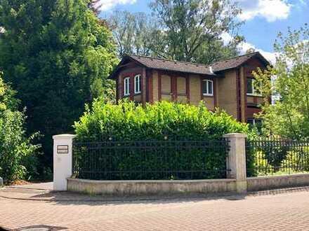 Eine seltene Immobilienperle! Altbau-Villa auf großem parkähnlichen Grundstück!