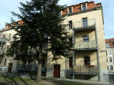 Dresden - Trachenberge! Individuelle 3 Zimmer - Dachgeschosswohnung mit Loggia zu verkaufen!