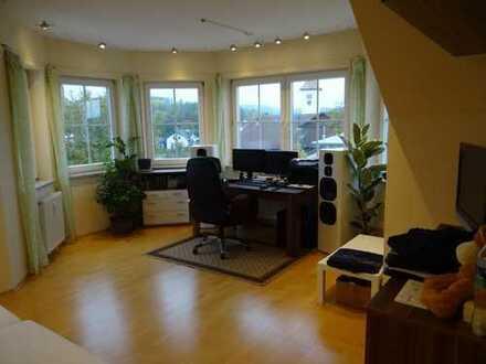 Helle, komfortable 4 1/2 Zimmer Dachgeschosswohnung mit großem Südbalkon