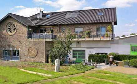 """""""Wohnen und Arbeiten unter einem Dach"""" - Einfamilienwohnhaus mit separatem Büro und Halle"""