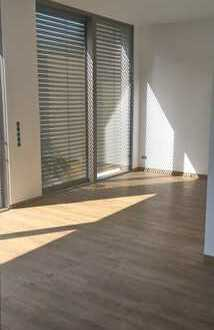 ERSTBEZUG 2-Zimmer-Wohnung im EG, große Sonnenterrasse, Gartenanteil, Stellplatz