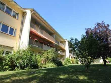 ***Schicke 2-3 ZKB mit Balkon, saniertem Bad und Gäste-WC im ruhigen 6-Familienhaus!***
