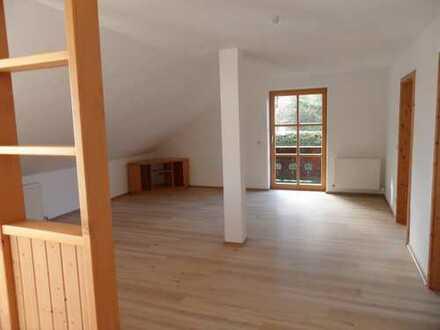 Neuwertige 2-Zimmer-Dachgeschosswohnung mit Balkon und EBK in Oberreute