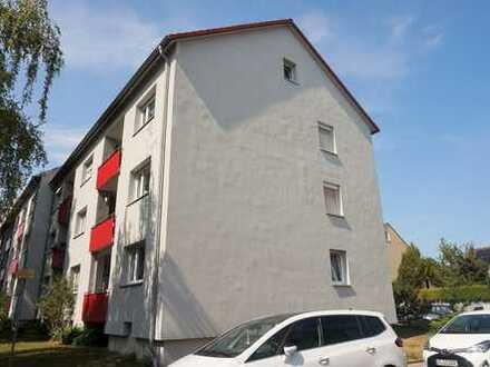 NEU am Markt: 3 ZKB-Wohnung im Hochparterre + Bad mit Fenster + Loggia + in schöner Lage von Pfersee