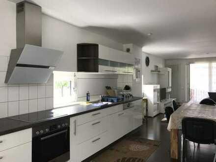 Exklusive, neuwertige 3,5-Zimmer-Maisonette-Wohnung mit Garten+3 Balkone und EBK in Ludwigsburg