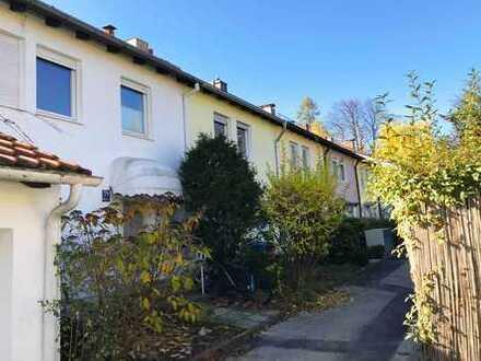 HEINRICH v. KÖLICHEN: 1-A-Sanierungsobjekt: Charmantes Stadthaus, eingewachsener Garten, Bogenhausen