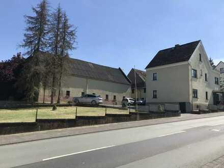 Ehemaliger Bauernhof mit großem Grundstück und riesigem Nebengebäude als Lagerhalle/Oldtimergarage