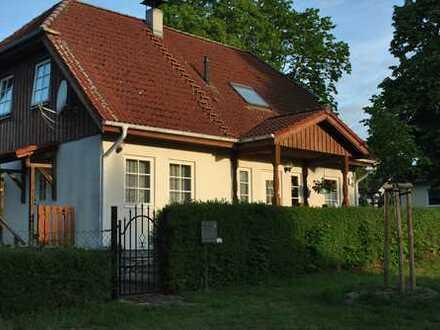 Einfamilienhaus auf Eckgrundstück mit Einliegerwohnung und Erholungsbungalow!