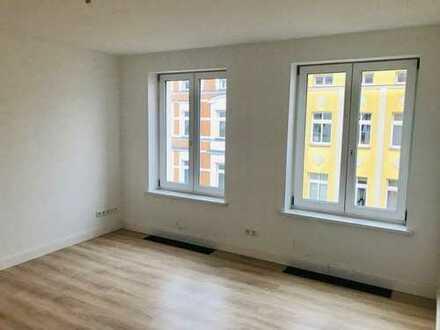 Haus und Wohnung frisch saniert! Hochwertige 1-Zimmer Wohnung in der Heinrich-Heine-Straße