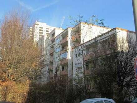 Helle 2-3 Zimmer-Wohnung mit Balkon und Tiefgarage in zentraler, ruhiger Lage Nähe Leo-Center