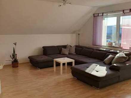 großzügige 3 ZKB Maisonette-Wohnung mit Dachterrasse und Einbauküche