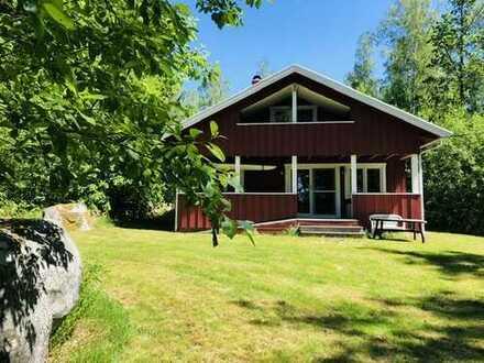 Ferienhaus mit fantastischer Lage und Badesteg am See Åkavik/ Åsnen